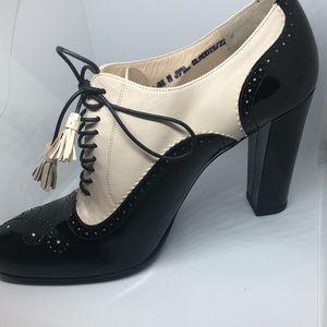 "BALLY Gladis Black Patent Ivory Leather ""Oxford"" Pumps 9.5"